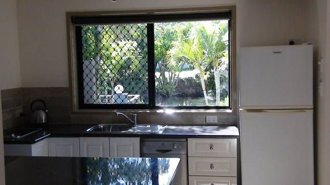 pet friendly water front 1 x bed apartment, alquiler vacacional en Helensvale