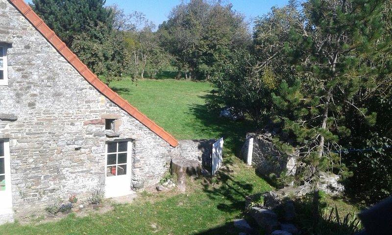 Côte  ouest Cotentin   Plage à 2 kms , jolie grange restaurée  dans petit hameau, holiday rental in La Haye-du-Puits