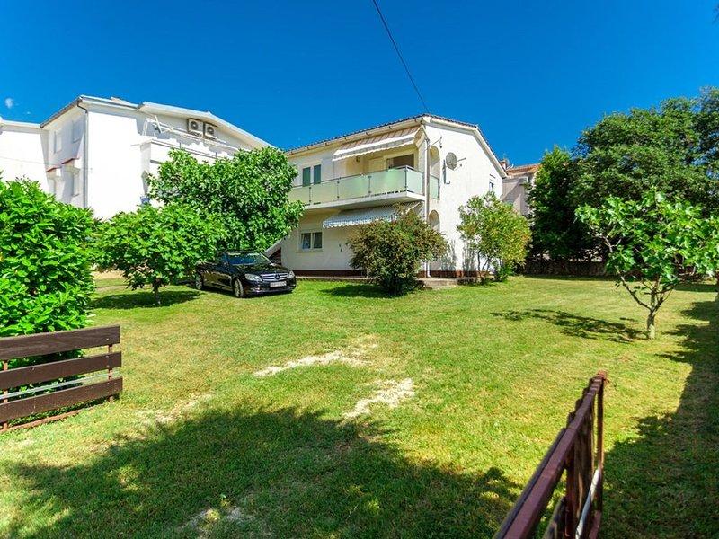 Balmy Apartment in Malinska near Sea, aluguéis de temporada em Malinska