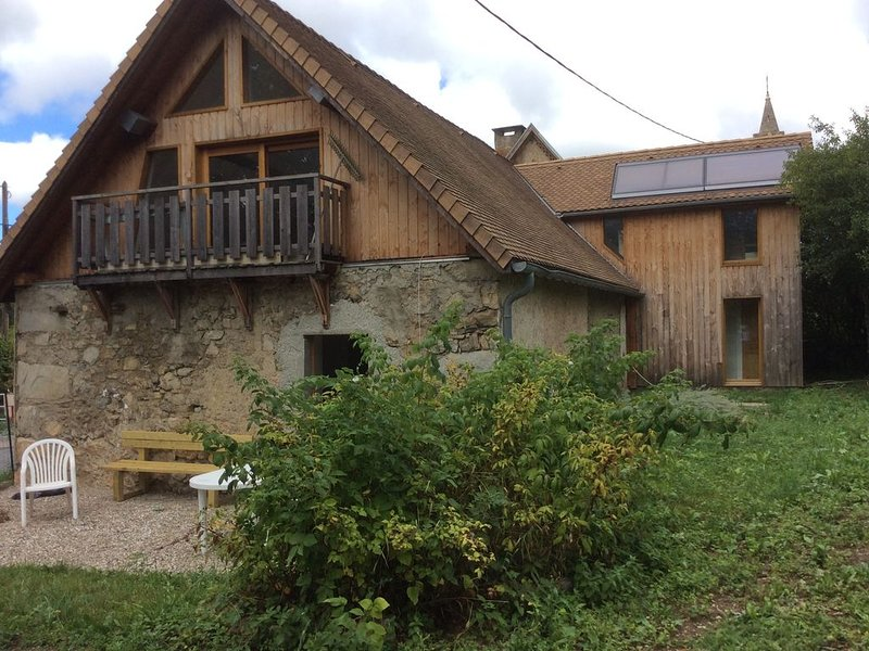 Maison  au pied du massif de l'Obiou(Trieves) avec jardin, 7 personnes, holiday rental in Les Cotes-de-Corps