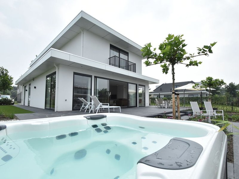Modern Villa with Jacuzzi, Sauna in Harderwijk Flevoland – semesterbostad i Provinsen Flevoland