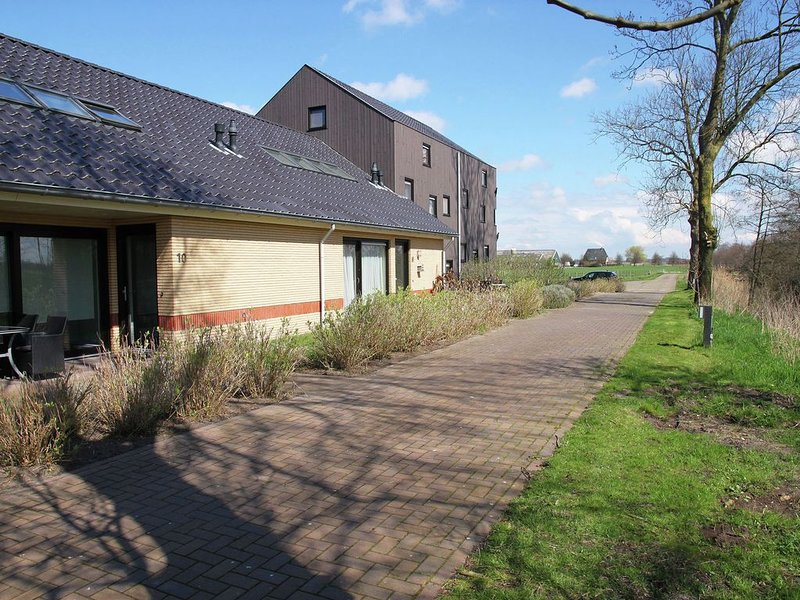 Luxury Holiday Home in Langweer by the Forest, Ferienwohnung in Idskenhuizen