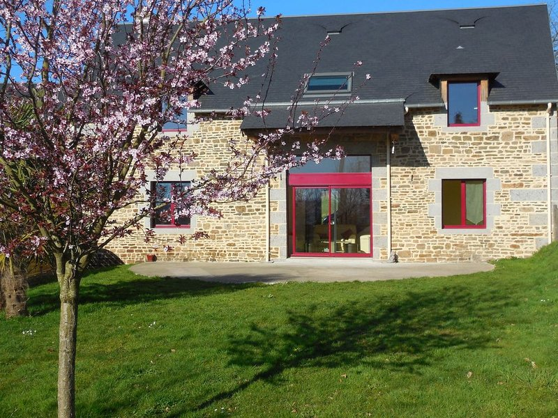Modern Cottage in Normandy with Large Garden, location de vacances à Les Cresnays