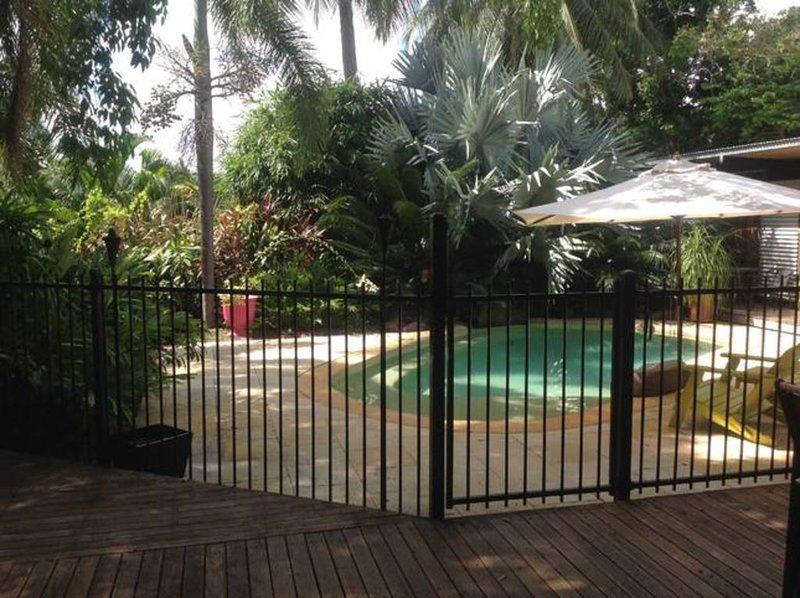 Suburban Tropical Retreat, casa vacanza a Nightcliff
