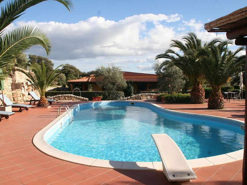 House with swimming pool,  in 3 hectares of Mediterranean scrub and fruit trees., vacation rental in Olbia