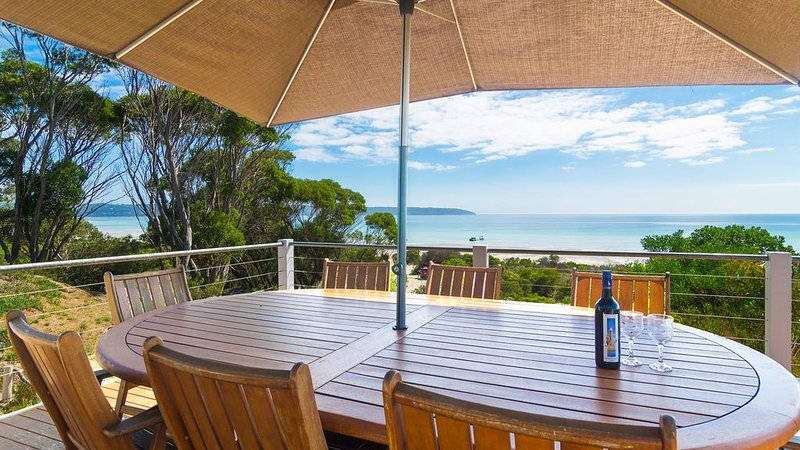 Beach Front. Panoramic Views. Kayaks. Nestled in Nature, holiday rental in Island Beach