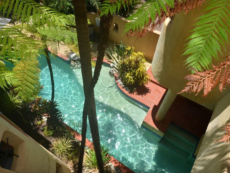 Seascape Apartment at Villa San Michele Two Bedroom, vacation rental in Newell Beach
