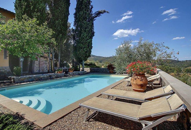 Villa Buonagrazia: Un'incantevole villa su tre piani nello stile caratteristico, holiday rental in Ponte Agli Stolli