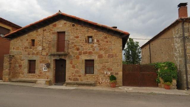 La Casa de Piedra de la Aldea para 10 personas, casa vacanza a Hacinas