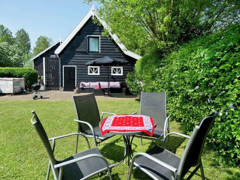 Cozy Farmhouse in Ovezande Zealand with Garden, holiday rental in 's-Heerenhoek