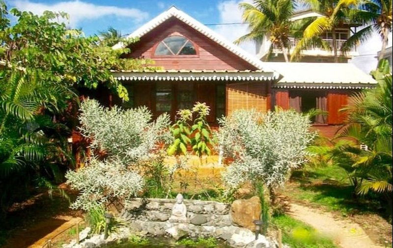 La Case Bois Créole ( BOIS CHERIE ), casa vacanza a Petite Riviere