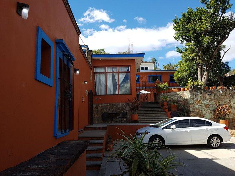 Beautiful apartment with patio and garage in  OAXACA!, alquiler de vacaciones en Oaxaca