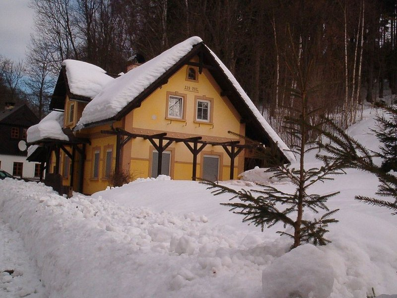 Charming Holiday Home in Rudník with Private Garden, location de vacances à Svoboda nad Upou