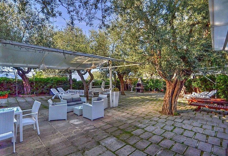 Casa Miriam C, rimborso completo con voucher*: Un gradevole cottage circondato d, holiday rental in Marina di Puolo