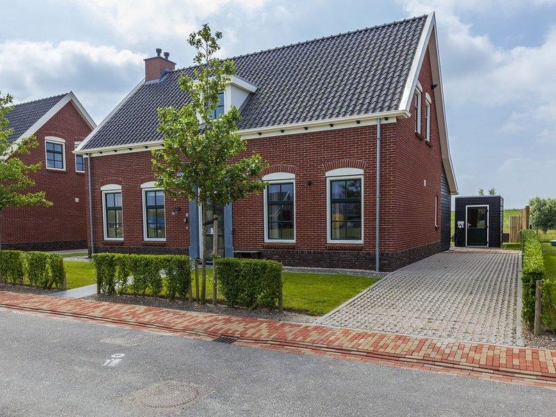 Detached, child-friendly holiday villa near National Park De Oosterschelde, vacation rental in Wolphaartsdijk