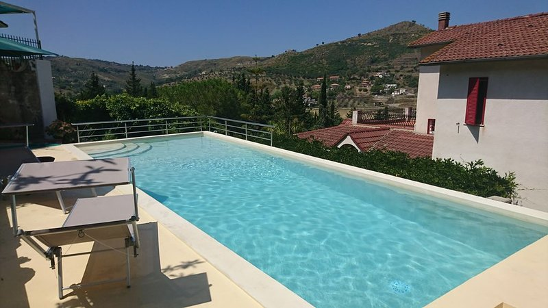 Stunning 2 floors Villa with swimming pool and tennis court, vacation rental in Torchiara