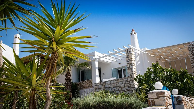 Modern Greek Villa - Near Golden Beach / Loladonis Beach, location de vacances à Drios