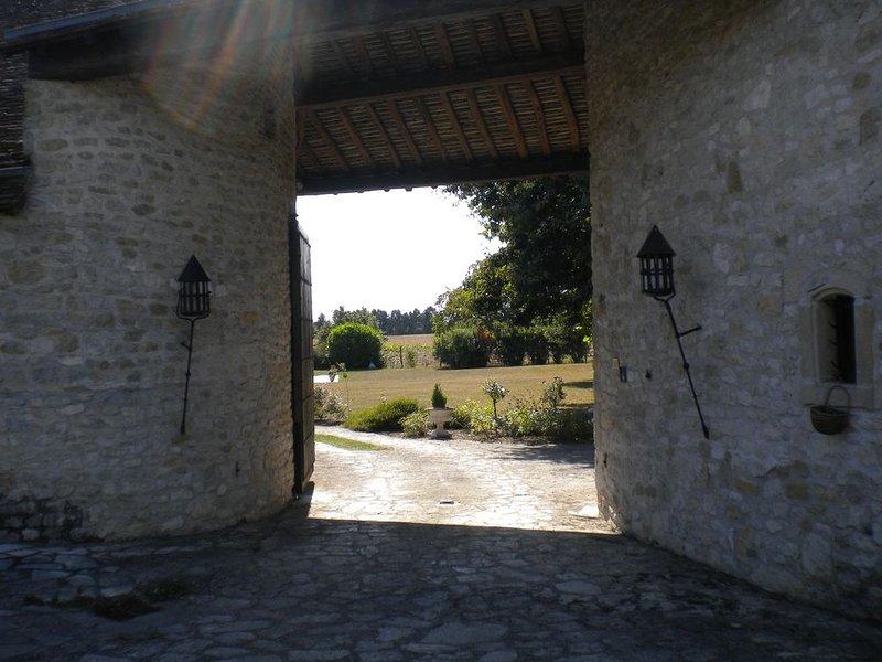 Authentique maison de campagne avec piscine. Logement entier: 6 lits 6 voyageurs, holiday rental in Beaune-la-Rolande