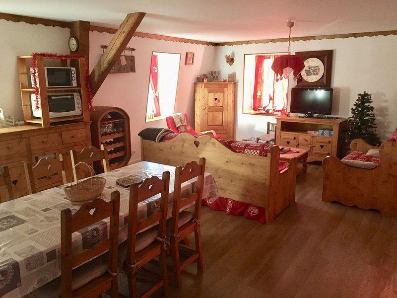 Charmant appartement savoyard centre village, aluguéis de temporada em Saint-Nicolas-la-Chapelle