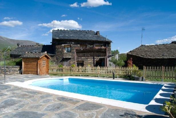 Casa Rural Callejón de la Gata para grupos de hasta 16 personas, holiday rental in Valverde de los Arroyos
