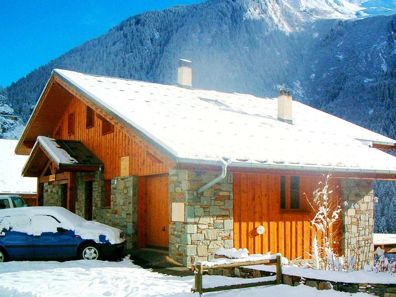 Luxurious Chalet in Champagny-en-Vanoise near Ski Area, holiday rental in Champagny-en-Vanoise