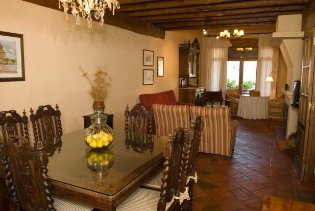 Casa del Arriero para 6 personas, holiday rental in Abades