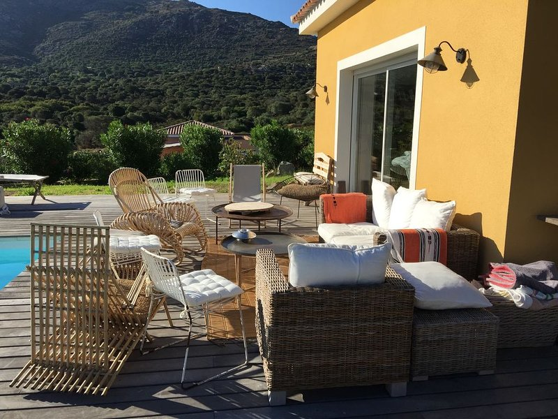 Marine de Santambroggio : villa pour 8 personnes avec piscine, aluguéis de temporada em Lumio