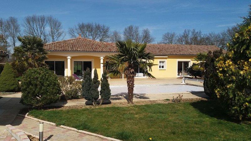 Location de vacances / Villa avec piscine au coeur du Beaujolais / 3 CH/ 2 SDB, holiday rental in Quincie-en-Beaujolais
