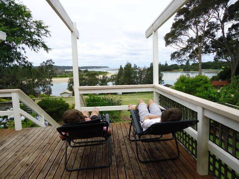 Private  slipway & jetty, location de vacances à Moruya