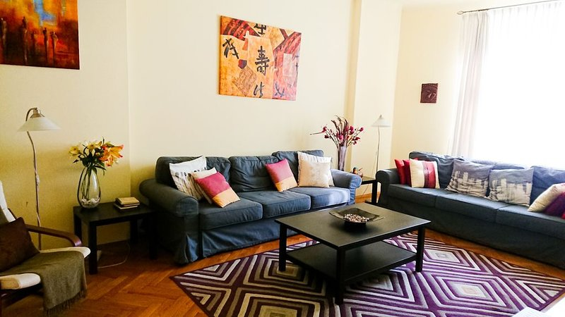 Comfortable Apartment for up to eight people -  Five-minute Walk to Square, Ferienwohnung in Krakau