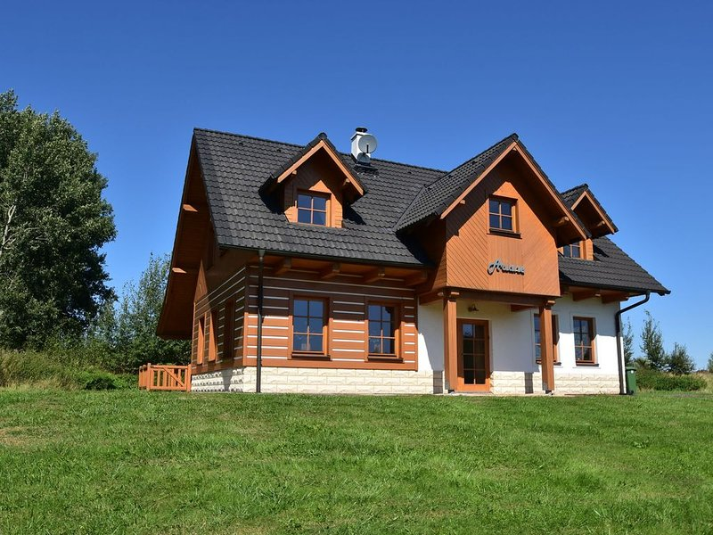 Detached holiday home with sauna in beautiful surroundings, holiday rental in Polanica Zdroj