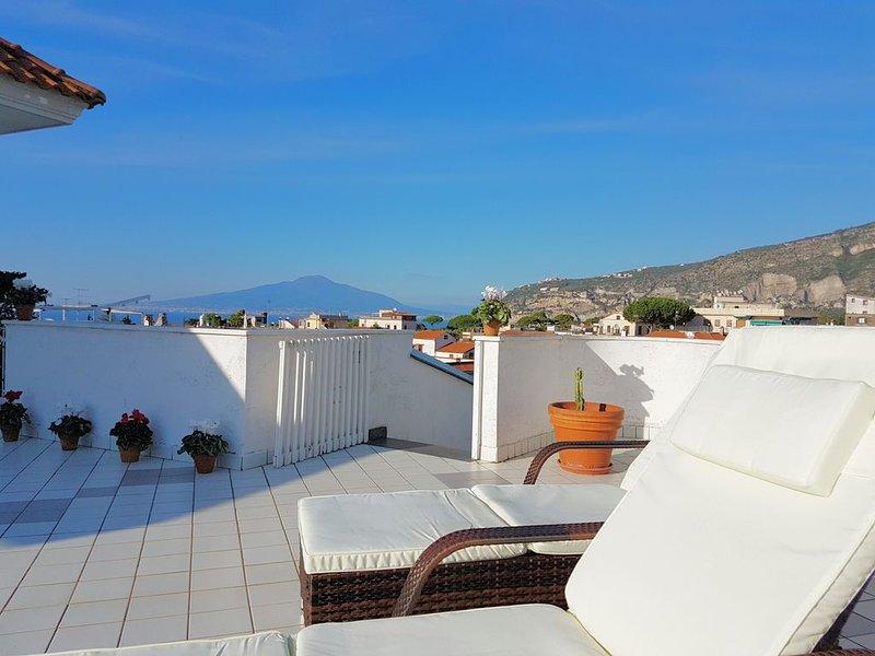 Terrazza a due passi dal mare, signorile proprietà vicino al mare e a Sorrento, location de vacances à Sant'Agnello
