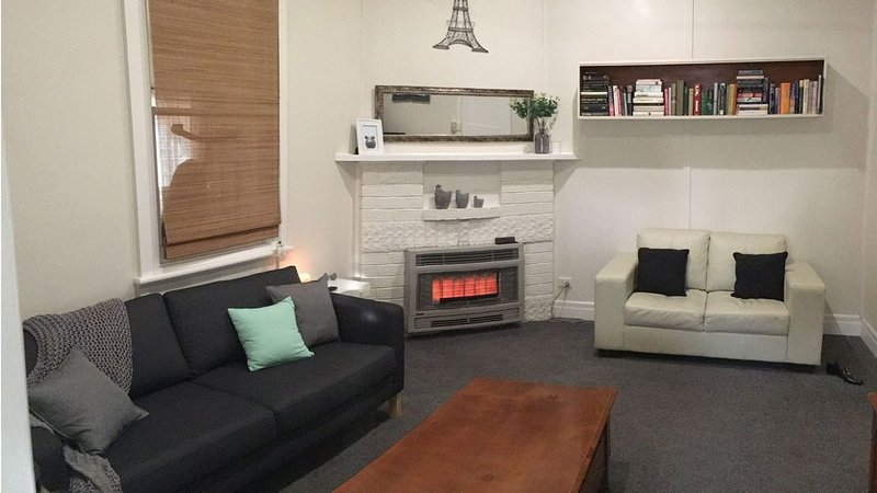 Stones Throw - Comfy Place to Stay, holiday rental in Moyston