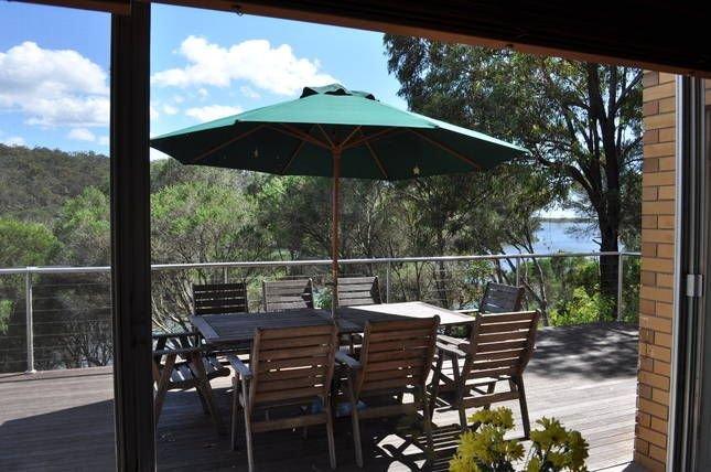 Lakefront Retreat - Water Frontage - Pet Friendly, holiday rental in Merimbula