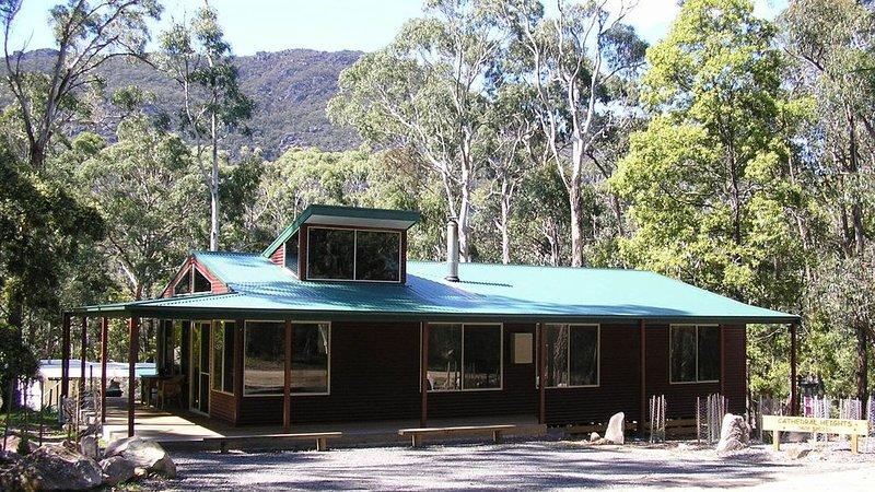 Cathedral Heights Cottage, Ferienwohnung in Halls Gap