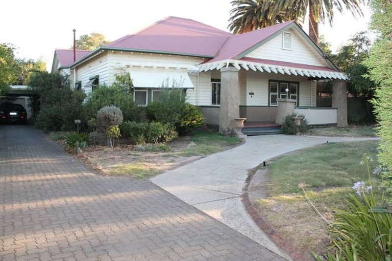 Beautiful Heritage Home, Short Stroll to the town centre., holiday rental in Murtoa