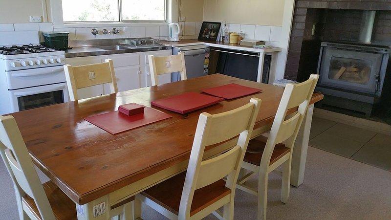 Astoria Park Cottage - 500 acres sheep, kangaroos, walabies,  birdlife, views., Ferienwohnung in Halls Gap