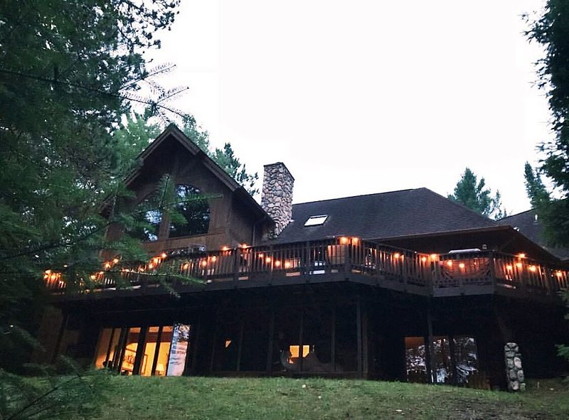 Secluded Luxury Cabin Retreat On The 'Ausable National Scenic River', holiday rental in Curran