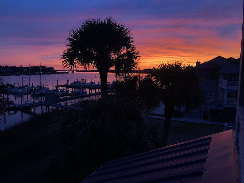 Gone Coastal - Beautiful updated condo on the Folly river, walk to Folly Beach., holiday rental in Folly Beach