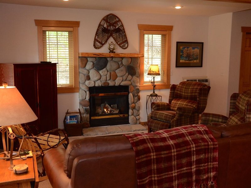 Antler Ridge Condominium-3 bedrooms, Close to Town, Ski Trailhead and Ice Rink!, holiday rental in Mazama