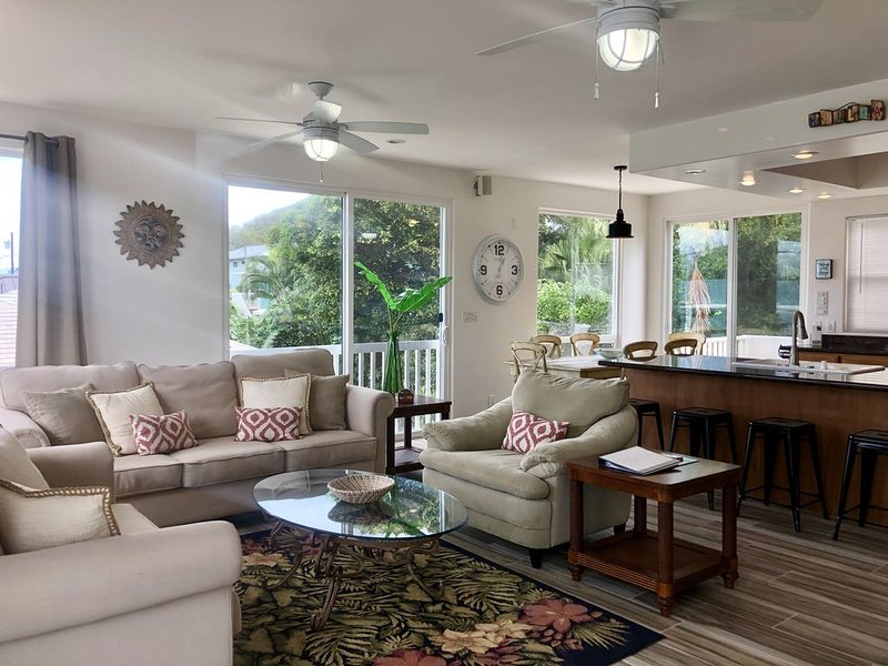 Prime Location! Sleeps 8 next to BEST beaches in Kailua & Lani Kai, holiday rental in Waimanalo