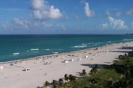 Between Lowe's and Ritz Carlton Hotels Beachfront on Lincoln, alquiler de vacaciones en Miami