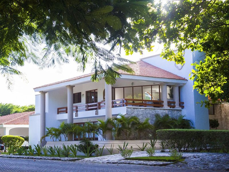 Style 2BR hometown FAST WIFI stay 30+night get 30%off, holiday rental in Solidaridad