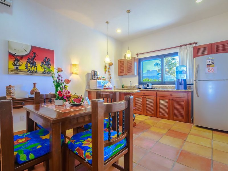 Courtyard Villa 'Oaxaca' with a/c and pool      5 min stroll to beach, holiday rental in Playa Mujeres