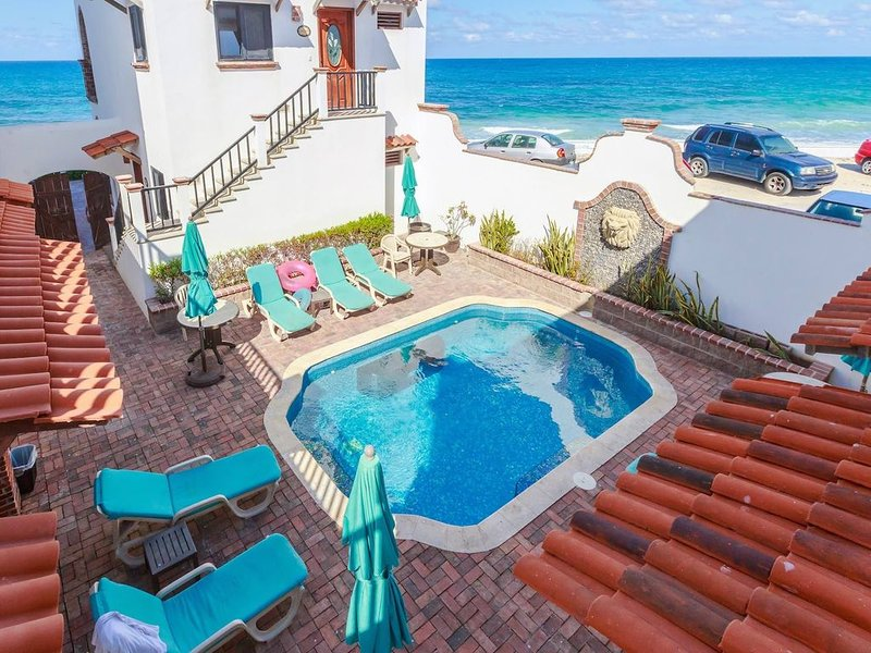 Courtyard Villa 'Acapulco' with a/c and pool    5 min stroll to beach, holiday rental in Playa Mujeres