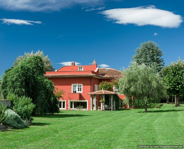 Appartamenti in Casa di campagna per vacanze relax, alquiler vacacional en Camigliano