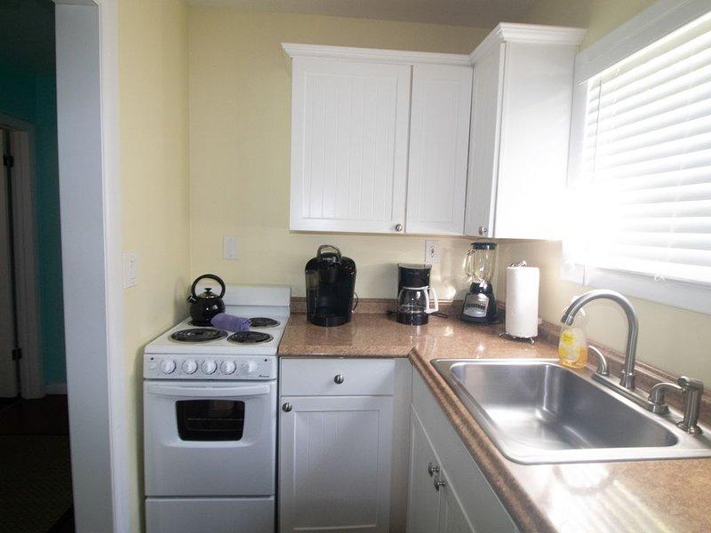The Caribbean Suite - 2-K-bedroom /1 bath/ kitchenette/sleeps 6, vacation rental in Stock Island