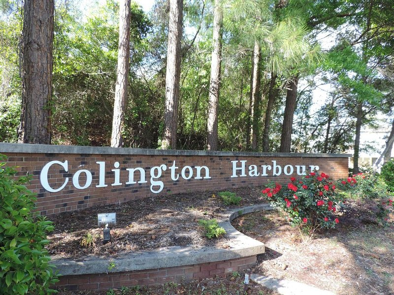 Waterfront Getaway on the Sound!  Fabulous Views! Enjoy kayaking from our pier!, holiday rental in Kill Devil Hills