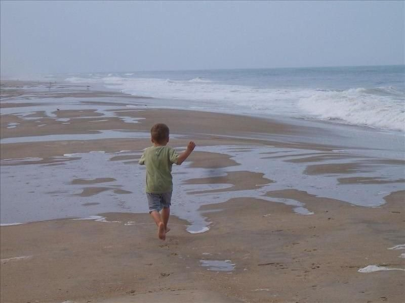 Oceanfront Community : Immaculate Condo : Beach Access : Read our 5* Reviews !, holiday rental in Duck