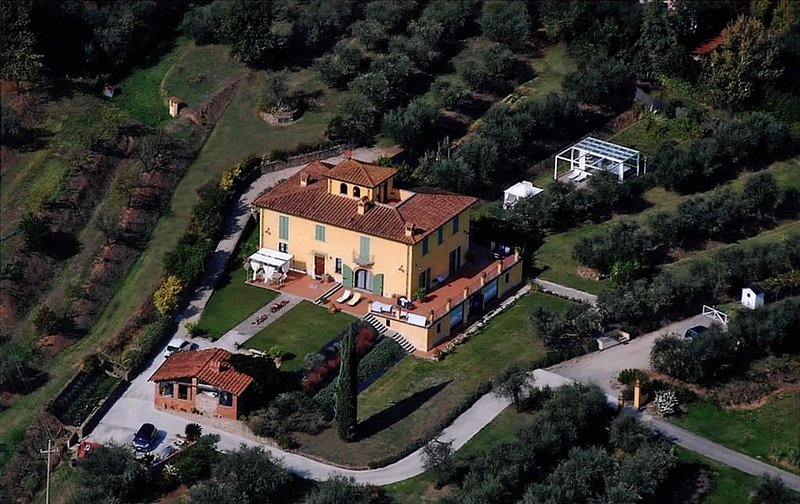 "Luxury villa ""il campano"" near the Pinocchio's park with shared pool and jacuzzi, holiday rental in Gragnano"